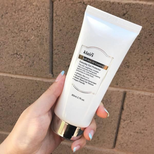 Kem chống nắng KLAIRS SOFT AIRY UV ESSENCE SPF50+ 80ML, bảo vệ da trước tác động từ tia cực tím, ngăn ngừa tình trạng lão hóa da giá rẻ