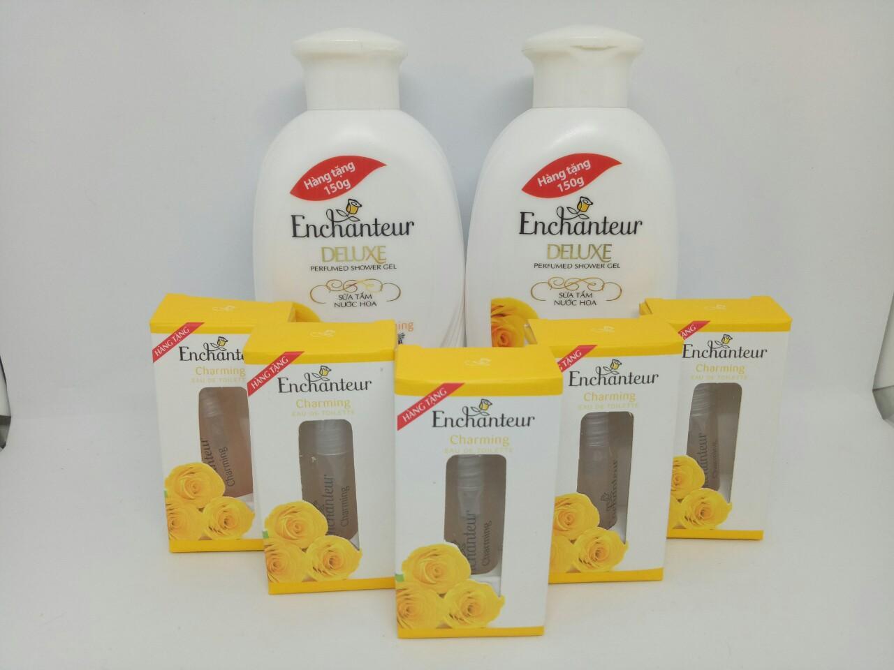Trọn bộ 7 món : 2 chai Sữa Tắm Trắng Và Dưỡng Ẩm có hạt Enchanteur Deluxe + Tặng 5 chai Nước Hoa Enchanteur hương thơm quyến rũ + kèm thêm 1 túi đựng mỹ phẩm xinh xắn