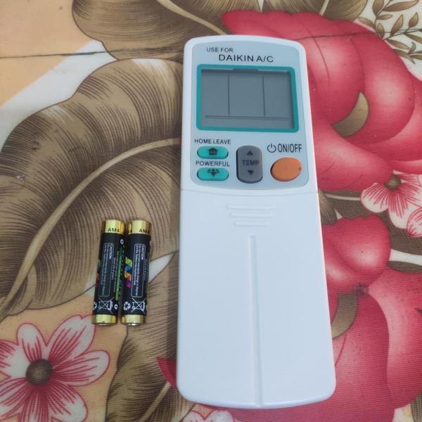 điều khiển (remote) điều hòa Daikin invert 1 và 2 chiều. tặng kèm pin ankaline hsd2026