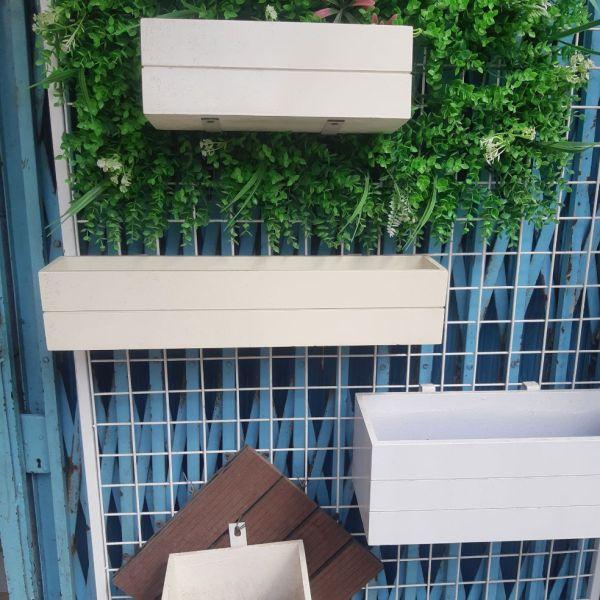 Mua chậu gỗ nhựa composite. trang trí  ban công