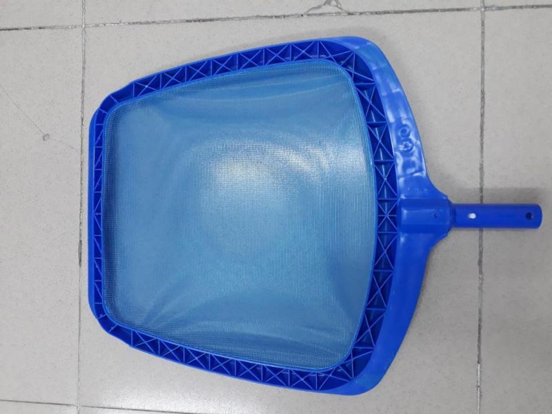 Combo 02 vợt rác hồ bơi vành nhựa tăng cường loại nông lòng là 1 trong 5 sp trong bộ thiết bị vệ sinh bể bơi.