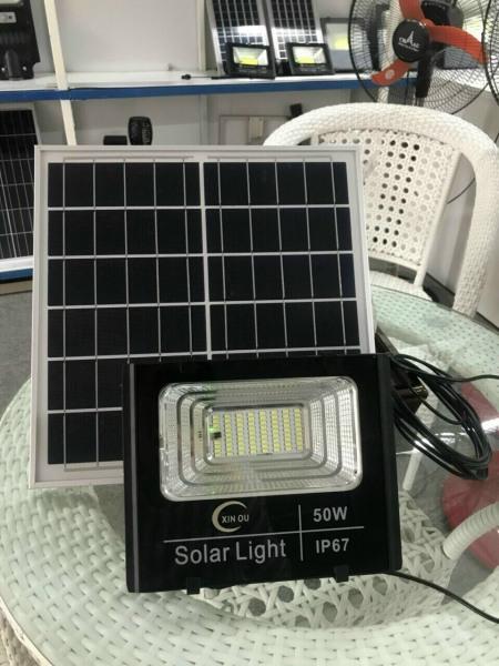 BH 2 Năm - Đèn Pha Năng Lượng Mặt Trời 50W Siêu Sáng, Chống Nước IP67, Giao Hàng Toàn Quốc