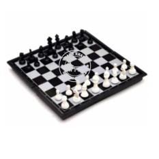 Hình ảnh bộ cờ vua quốc tế 32x32x2cm Thanh Khang cầm cờ này đã đánh là thắng 016000057 (quân cờ trắng đen)