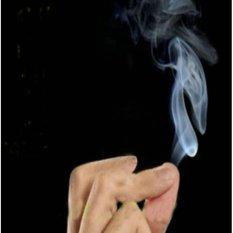 Hình ảnh Đạo cụ ảo thuật: Trò khói trắng kỳ diệu bay ra khi xoa các ngón tay