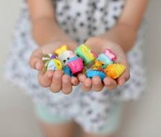 Hình ảnh Trẻ em 20 cái/lốc Thực Phẩm Đồ Chơi Mô Hình-quốc tế