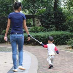 Vòng dắt trẻ chống lạc khi vui chơi