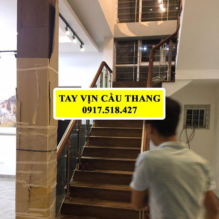 TAY VỊN CẦU THANG