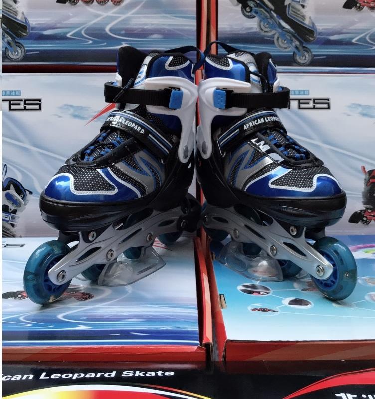 Giá bán Giầy trượt patin trẻ em có đèn flash, mẫu mới 2021