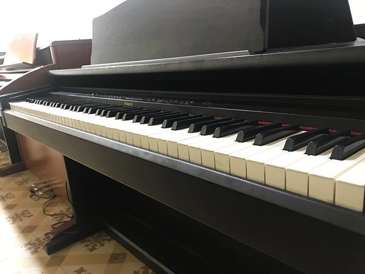 Đàn Piano điện ROLAND HP 330 Siêu Khuyến Mại
