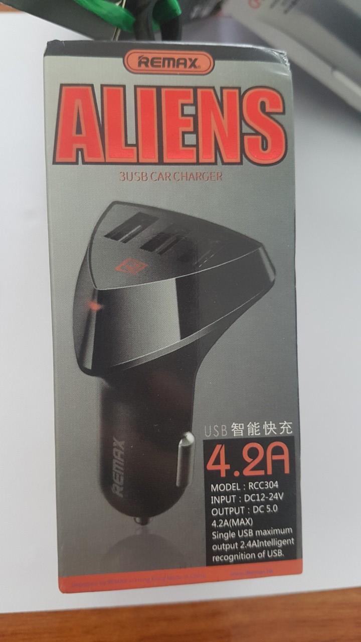 Sạc xe hơi 3 cổng USB REMAX Alien RCC 304 - 4.2A (Đen)