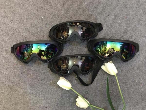 Giá bán (ĐỔ SỈ)Kính phượt UV400 gắn mũ bảo hiểm xe máy - tráng 7 màu - tráng đen