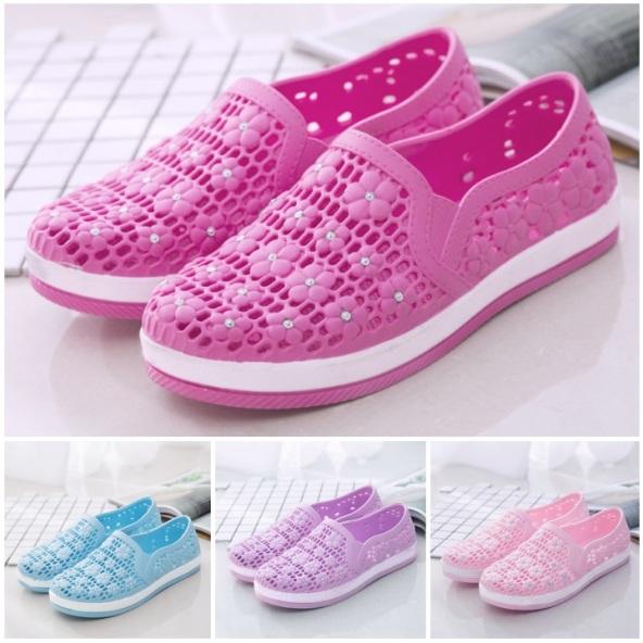 Giày nhựa chống trượt cao cấp họa tiết hoa mai - Mã số GQ00001 giá rẻ