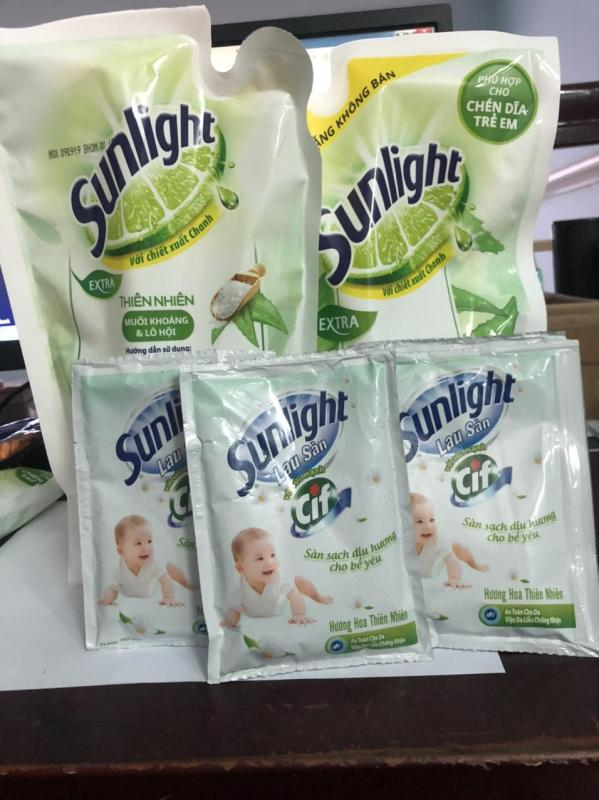 Combo 6 món gồm: 2 túi nước rửa chén sunlight Extra Muối Khoáng và Lô hội 550g/ túi + tặng 4 túi nước lau sàn Sunlight Cif 50g nhập khẩu