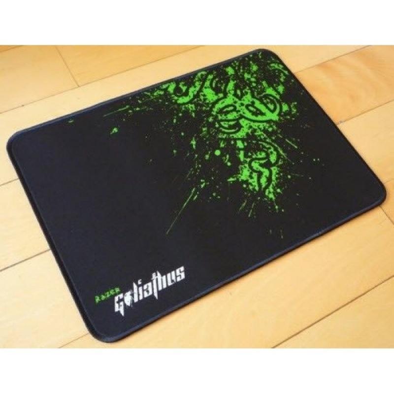 Giá Lót chuột razor kích thước 210 x 250 x 1.7mm bo viền chất liệu vải và cao su mang lại cảm giác thoải mái