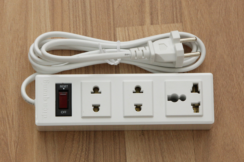 Bảng giá Ổ cắm điện 3 lỗ 2m Điện Quang 002A-02 Phong Vũ