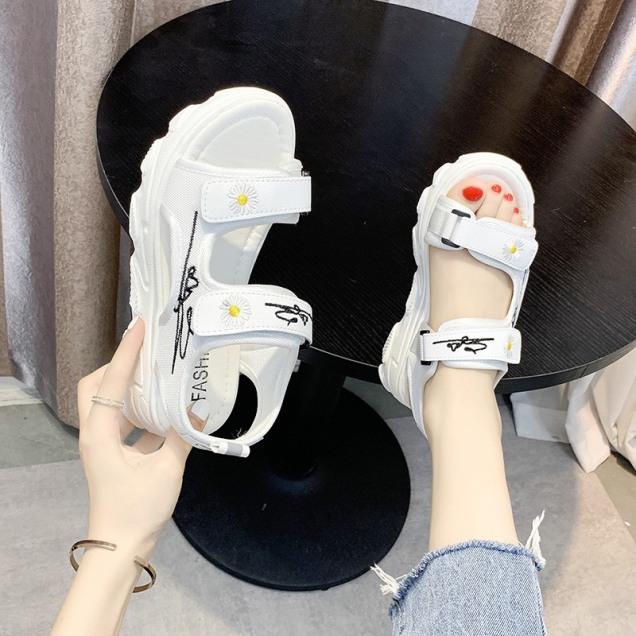 (2 MÀU) Sandal nữ 2 quai Hoa cúc hót hít trend 2 màu Đen Trắng giá rẻ