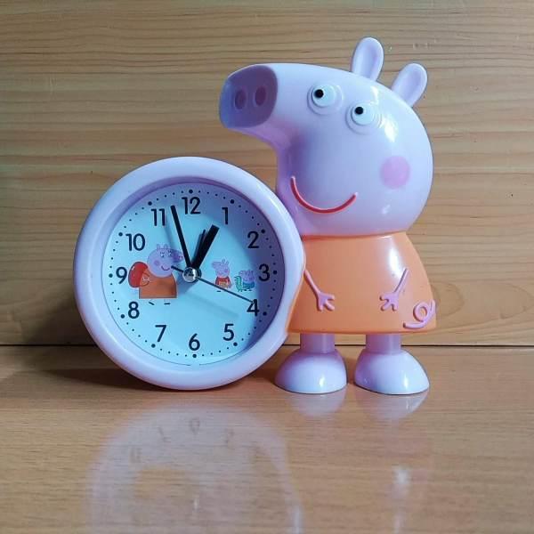 Nơi bán Đồng hồ để bàn có báo thức - Đồng hồ để bàn Heo Vespa