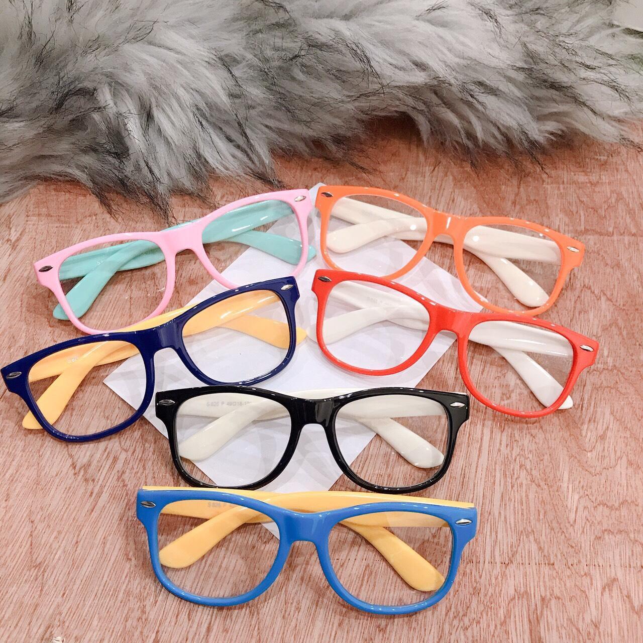 Giá bán kính mát cho bé BY02 kính mát thời trang, quà tặng cho bé nhân ngày quốc tế thiếu nhi 1/6, gọng kính mền dẻo, chòng kính an toàn cho mắt bé ( Tặng kèm túi kính )