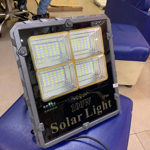 Đèn pha 2 khoang năng lượng mặt trời (100w)