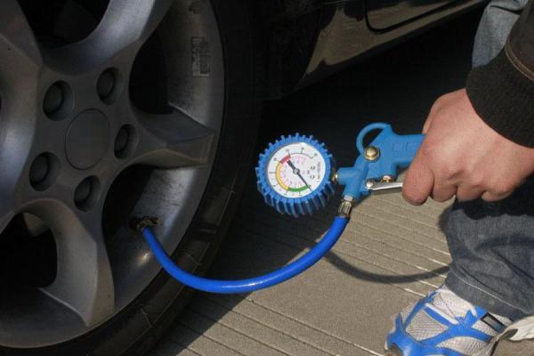 Vòi Bơm Lốp Ô Tô Xe Máy Xe Đạp Có Mặt Đồng Hồ
