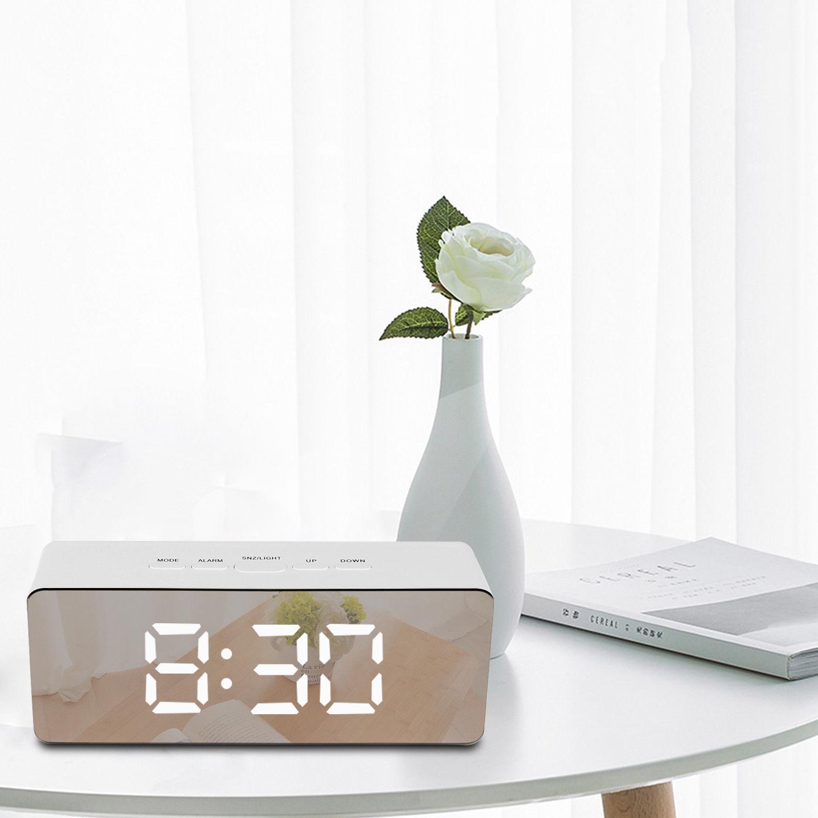 Đồng hồ báo thức đèn LED kỹ thuật số kiểu to có màn hình hiển thị  có thể dùng làm gương trang điểm bán chạy