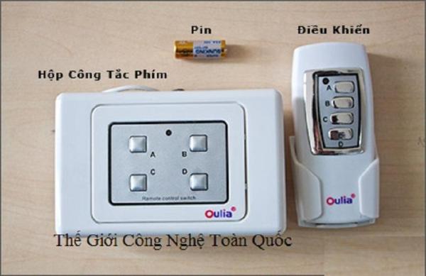 Công tắc điều khiển từ xa 4 thiết bị sử dụng cho điều khiển đèn điều khiển quạt điều khiển đèn chùm...(Mầu trắng)có tay điều khiển từ xa và phím cứng trên công tắc