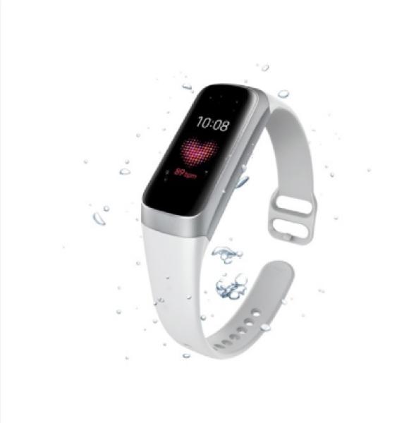 Đồng hồ thông minh Samsung Galaxy Fit 2019 màu trắng.