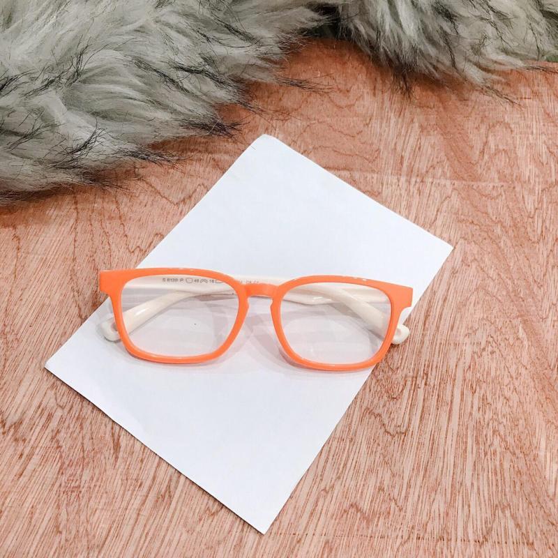 Giá bán Kính mắt cho bé yêu BY03 gọng dẻo, chòng kính chống chói bảo vệ tốt cho mắt bé. Qùa tặng quốc tế thiếu nhi cho bé ( tặng túi đựng )