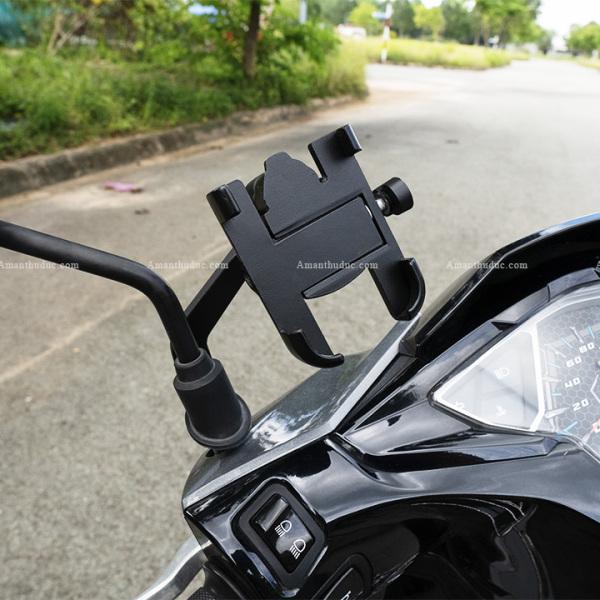 Gía đỡ điện thoại trên xe gắn máy, mô tô- Kẹp điện thoại gắn xe máy inox C2 chống rung giảm sốc chắc chắn 360 độ ( tặng kèm khóa lục giác)