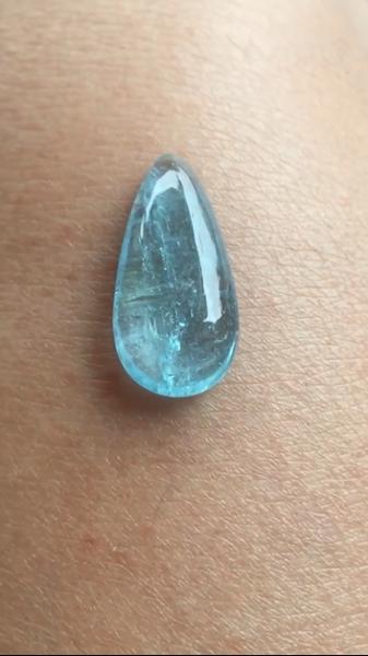 Aquamarine giọt nước màu đẹp phù hợp lên mặt dây chuyền