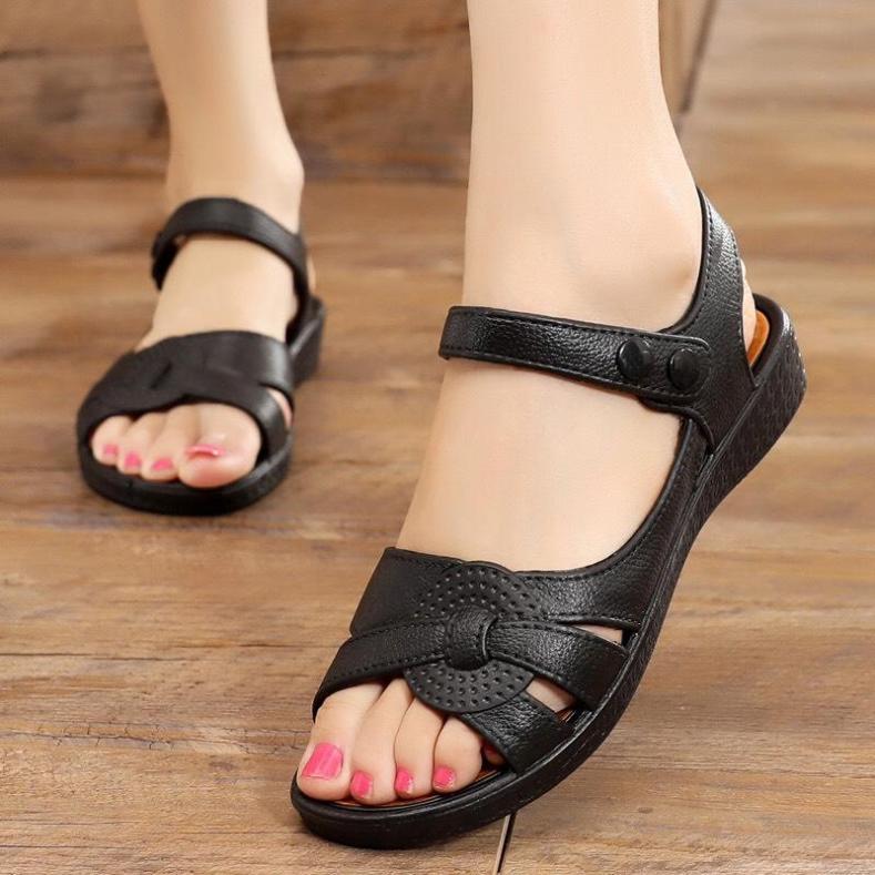 sandal cao su đúc mềm êm và bền, đi nước thoải mái, quai cúc bấm, size từ 36 đến 40, 2 màu đen và nâu giá rẻ