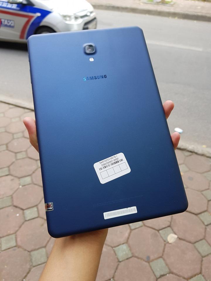Máy Tính Bảng Samsung Galaxy Tab A 10.5 Wifi Thời Lượng Pin Khủng ( Có thể xem phim liên tục lên tới 15 giờ đồng hồ). Tặng sạc cáp nhanh chính hãng và tai nghe. Nhật Bản