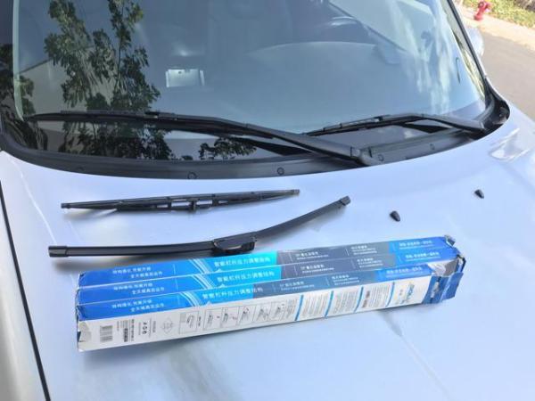 Chổi Gạt Mưa Xe Nissan Navara - Bộ 2 Cái Gạt Mưa Silicon Chuẩn Hãng DOLY Gạt Nước Sạch, Êm Ko Gây Tiếng Ồn, Lắp Đặt Đơn Giản