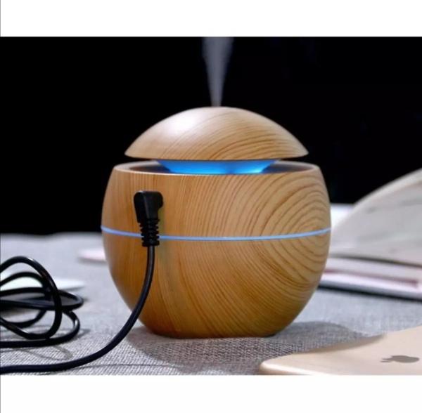 Máy xông tinh dầu hình tròn vân gỗ. Bình khuếch tán tinh dầu. Tác dụng thơm phòng, đuổi muỗi, côn trùng.
