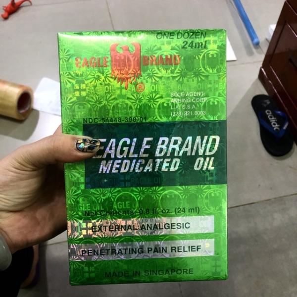 Dầu Gió Nước Xanh 2 Nắp SingaPore Eagle Brand 24ml