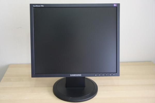 Bảng giá Màn hình máy tính 17 in - hàng đẹp Phong Vũ