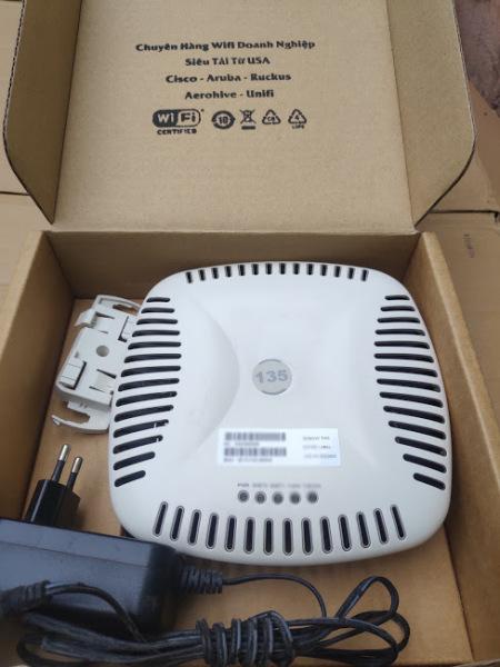 Bảng giá Wifi Doanh Nghiệp Aruba 135 hỗ trợ Mesh, Roaming, tải 100 client, IAP chạy độc lập – siêu tải Phong Vũ
