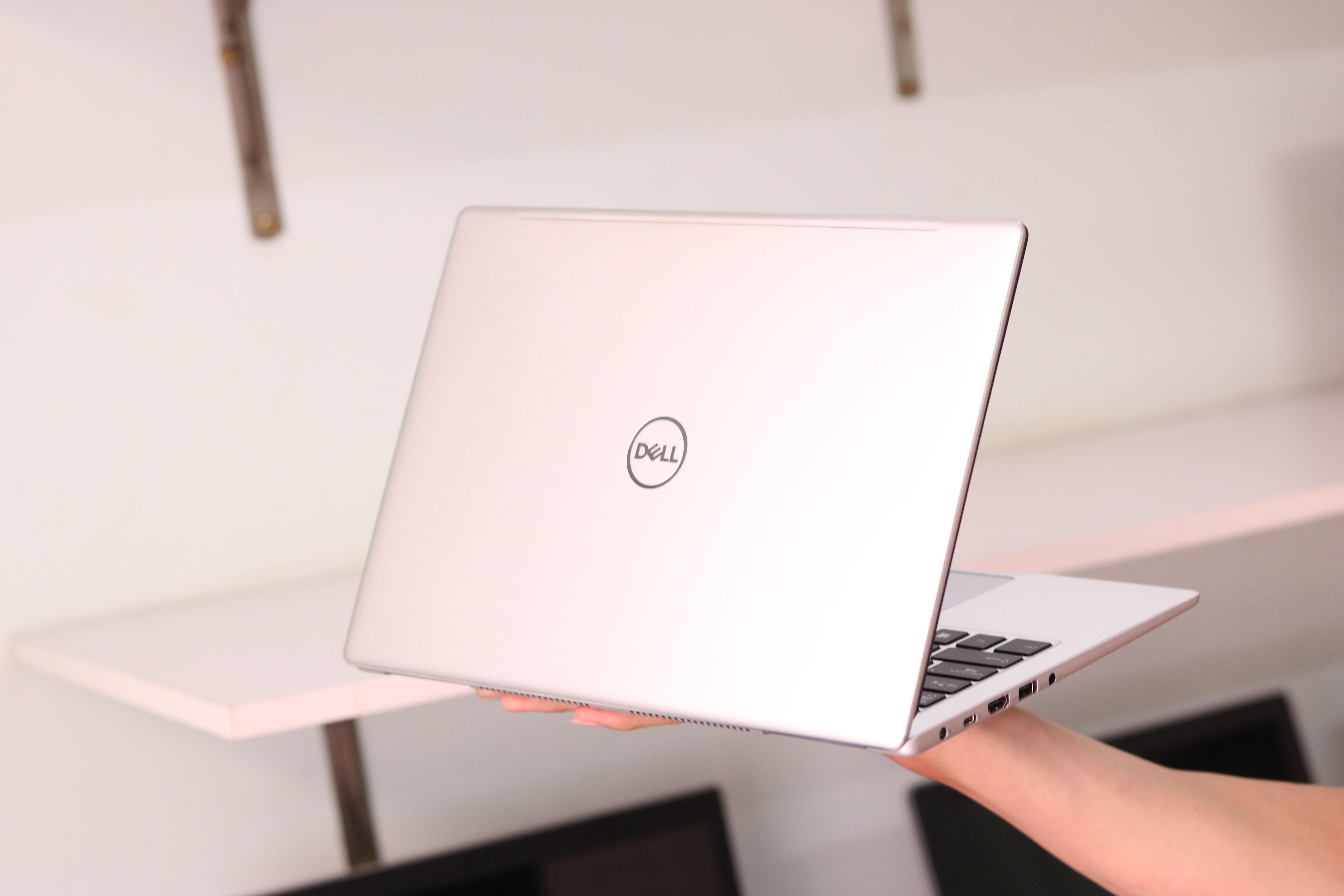Laptop Dell Inspiron 7380 I7 8565U , RAM 8GB , SSD 256Gb , 13.3inh FHD , Japan