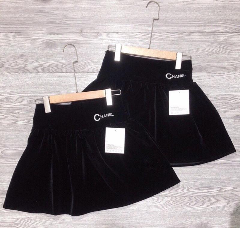 Chân váy xòe nhung bồng đính chữ có lót quần trong váy -Mon Ami Korea
