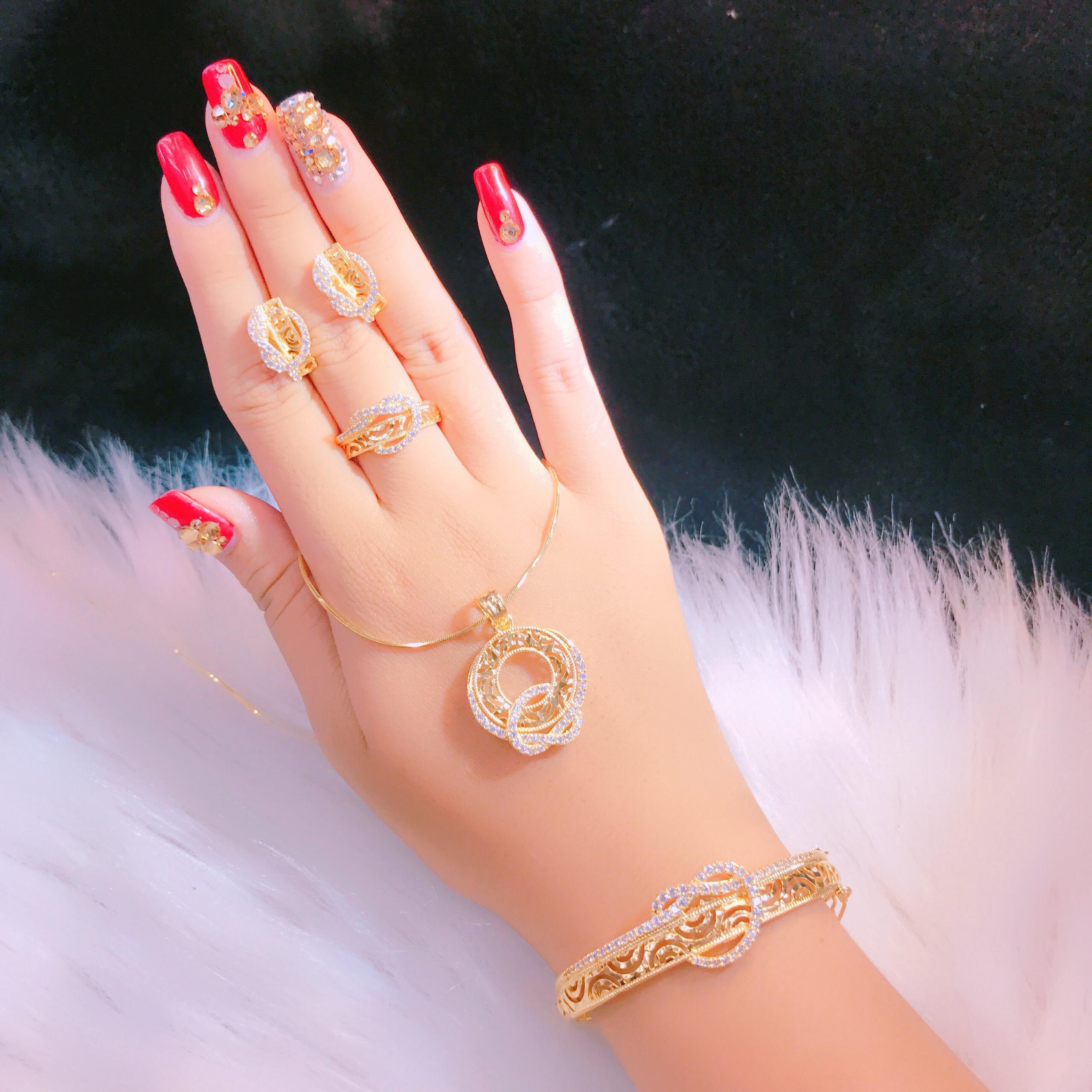 Bộ Trang Sức Xi Vàng 18k - Givishop - B4070721 , Bền Màu, Sáng Như Vàng Thật, Chất Liệu Bạc Thái, Không Đen, Không Ngứa - Thiết Kế Đi Tiệc, vàng cưới bộ, lắc tay nữ bằng vàng, mẫu lắc tay vàng 18k, trang sức vàng tây, vàng tây đẹp
