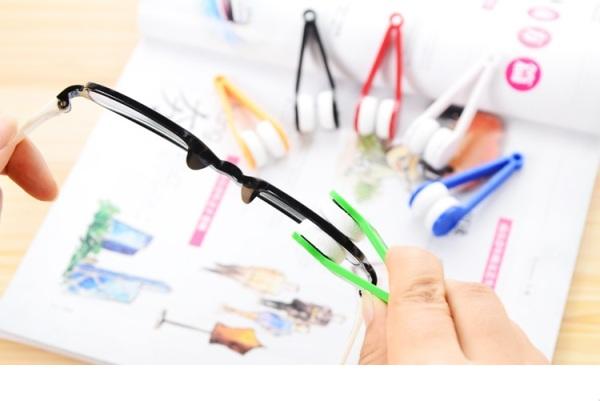 Giá bán Dụng cụ lau mắt kính, dụng cụ lau kính bộ 2 cái