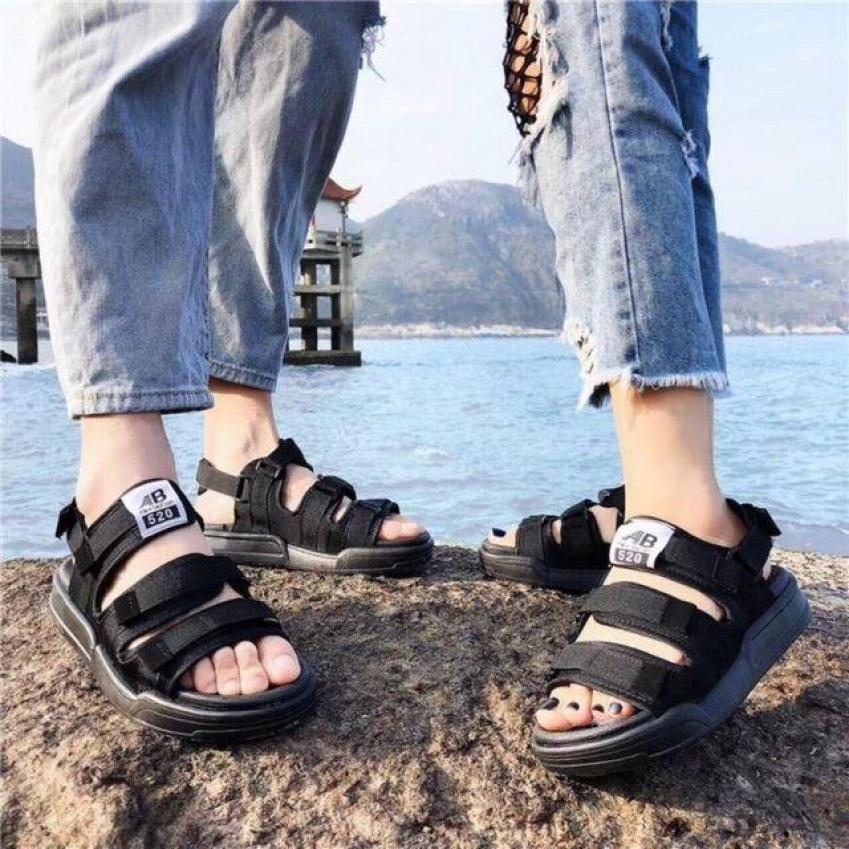 Sandal nam và nữ siêu đẹp mới.DUNGFC( phom nhỏ chọn tăng 1 size ạ) giá rẻ