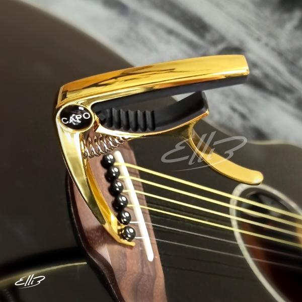 Capo Guitar cao cấp Mẫu E201 (màu vàng) - kẹp tăng tông có kèm khoá mở chốt dây đàn