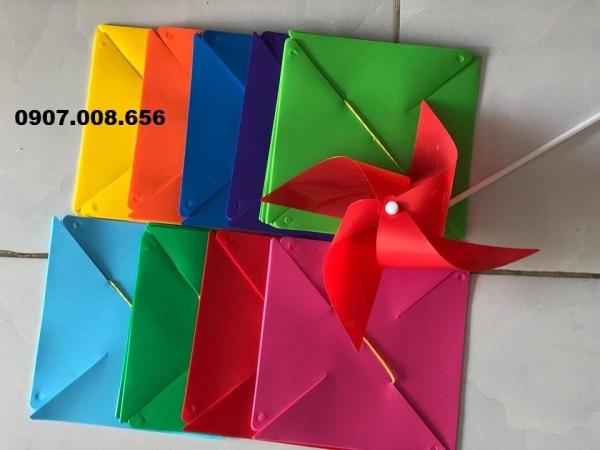 100 Chong chóng nhựa 20cm đủ màu, kèm dây và phụ kiện