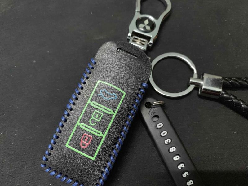 Bao da chìa khóa XPANDER , OUTLANDER , ATTRAGE + móc khóa + thẻ số điện thoại và dây treo -Nhà Buôn Đồ Chơi Xe Hơi