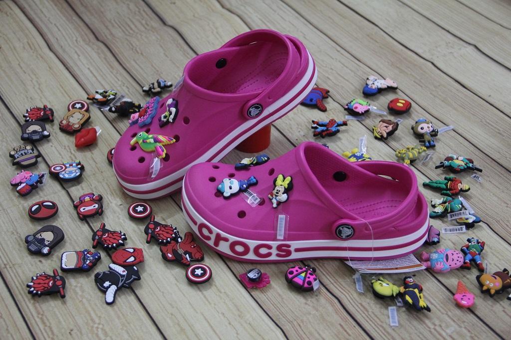 Giá bán Sục nhựa Crocs trẻ em (hồng đậm)- tặng 4 hình gắn siêu iêu
