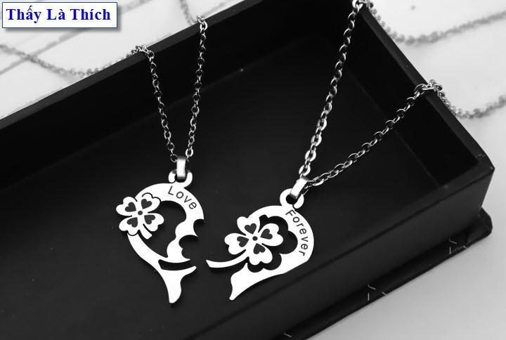 Dây chuyền cặp đôi inox thấy là thích hình cỏ bốn lá và trái tim khắc chữ Love Forever màu trắng ( 2 dây + mặt như hình )