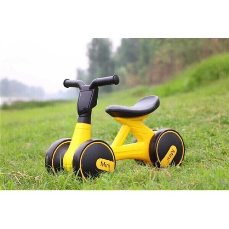 Mua Xe đạp, Đồ chơi, Xe lắc, Xe chòi chân, Xe Chòi Chân 4 Bánh Tự Cân Bằng Cho bé , Xe chòi chân có đèn và nhạc mini cao cấp. Hỗ trợ cho bé giữ thăng bằng một cách dễ dàng
