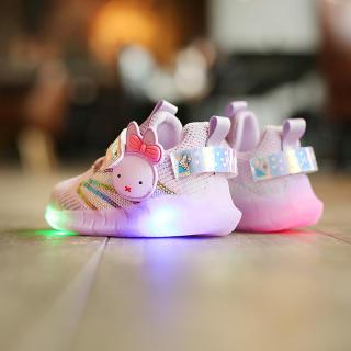 Smartingbaby Giày Thể Thao Thoáng Khí Thoáng Khí Dệt Ruồi Hoạt Hình Nhẹ Có Đèn LED Cho Bé Gái