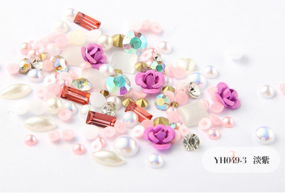 Khay hoa hồng và đá trang trí móng tay nghệ thuật tốt nhất